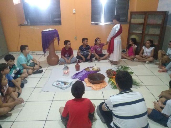 Catequese Infantil realiza encontro sobre a Semana Santa com catequizandos