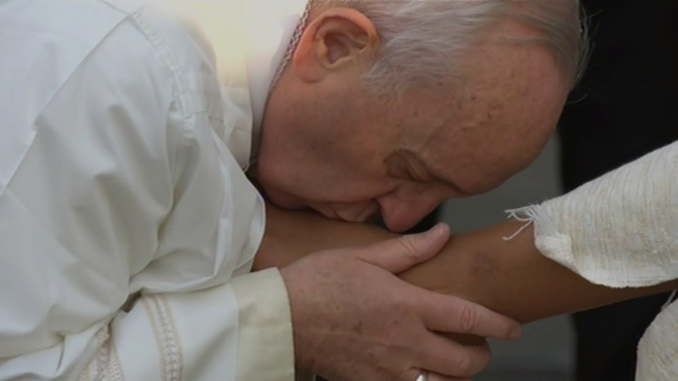 Os 3 verbos do lava-pés, segundo o Papa Francisco