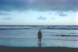 Ás vezes Deus acalma a tempestade, às vezes Ele acalma o marinheiro. Outras Ele nos ensina a nadar