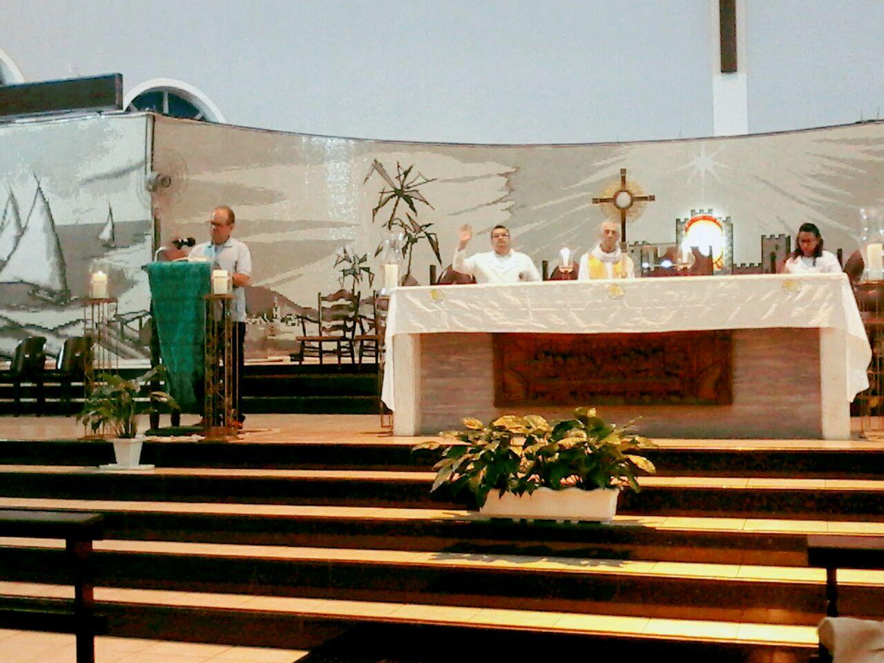 Pastoral Familiar realiza Adoração ao Santíssimo Sacramento no 3º dia da Semana Nacional da Família