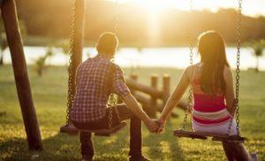 Como lidar com o namoro dos filhos na adolescência