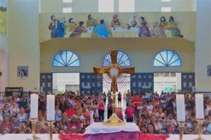 Fiéis lotam Santuário de São Benedito na Festa da Divina Misericórdia