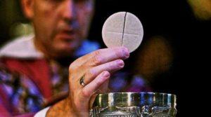 8 conselhos dos santos para amar a Eucaristia